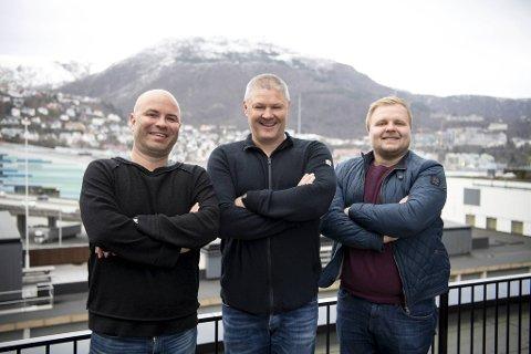 Jan Gunnar Kolstad (t.v.) og Jonas Johnsen har med seg BAs fotballekspert Mons Ivar Mjelde i en deilig lang oppsummering av elendigheten i SK Brann. Hovedtema: Ryker «LAN»?