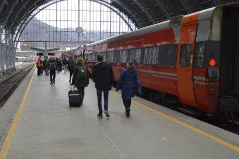 Etter lengre tid med usikkerhet, er det nå bestemt hvem som får kjøre togene på Bergensbanen.