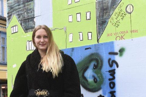 Thea Grepperud skal fremføre poesi om feminisme, psykisk lidelse og en dame på dødsleie. Si hva du vil, men slampoesien er utvilsomt en sjanger hvor de store temaene tas opp.