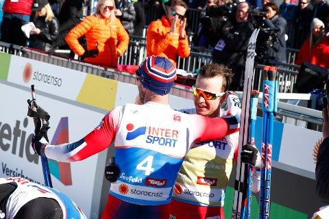 Sjur Røthe tok gull, mens Martin Johnsrud Sundby kom på tredjeplass under 30 km skiathlon menn under vm på ski i Seefeld.
