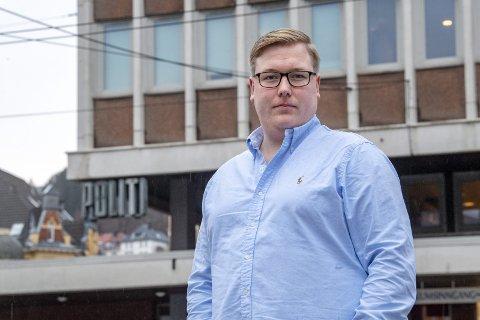 Leder i Bergen Frp, Christoffer Thomsen, er uvitende vitne til at nestlederen hans innkaller både til høring og nytt valg av representant til gruppestyret i partiet. – Det er kjipe saker, sier han.FOTO: EIRIK HAGESÆTER