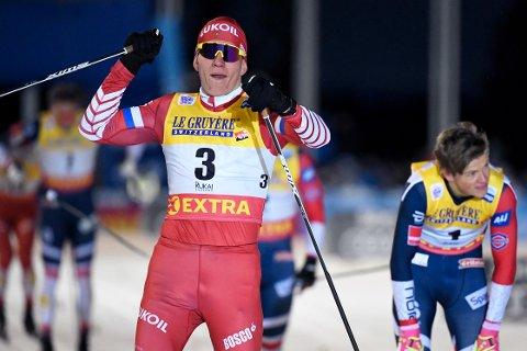 Aleksander Bolshunov blir ikke lett å skubbe seg på under onsdagens 15 km klassisk i VM i Seefeld. (Markku Ulander/Lehtikuva via AP)