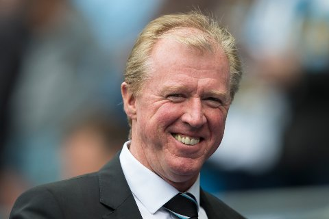 Newcastle's manager Steve McClaren smiles as he takes to the touchline before the English Premier League soccer match between Manchester City and Newcastle at the Etihad Stadium, Manchester, England, Saturday Oct. 3, 2015. (AP Photo/Jon Super)