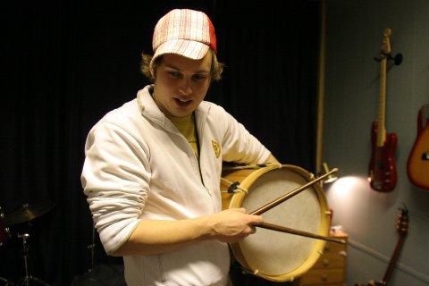 Jens Erik Aasmundseth, her sett i en noe yngre versjon fra en øving med bandet på midten av 2000-tallet.