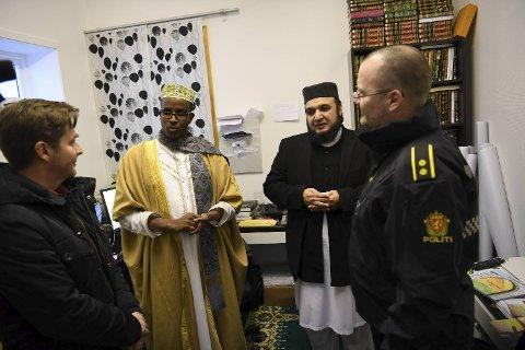Politiet i Bergen valgte å ta turen til Bergen moské for å vise respekt og medfølelse.
