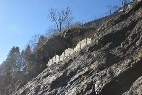Slik blir midlertidige murer, også kalt «sognamur», benyttet for å hindre utgliding av masse.
