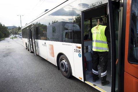 Statens vegvesen kontrollerte beltebruk i buss i forrige uke.