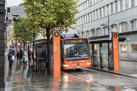 Det blir opprettet nye holdeplasser i sentrum, og mange busser får endret trasé når Olav Kyrres gate blir stengt 23. april.