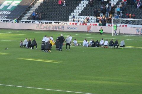 Odd-spillerne fortsatte å sette seg ned på banen også etter kampen.