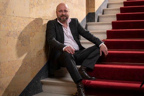 Bergen er kulturbyen, mener Kristian Seltun, som er nye teatersjef ved Nationaltheatret. – Selv om vi kanskje blir steinet for å si det, har jeg nok flyttet til Oslo for godt, sier tobarnsfaren, som tar over et teater som skal pusses opp i mange år