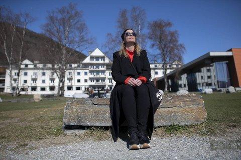 I noen minutter kan Trude Storheim stoppe opp og nyte solen. Det går heftig for seg den helgen Vossa Jazz arrangeres,
