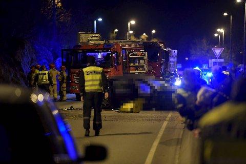 Politiet fikk melding om en trafikkulykke like etter klokken 22 søndag. En person er bekreftet omkommet etter ulykken.