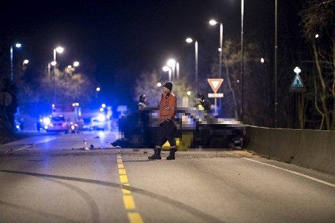 En mann mistet livet i en trafikkulykke i Åsane søndag.