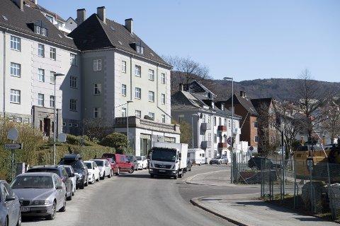 Ibsens gate i Bergen er en typisk gate der boliger ligger tett langs en ganske så trafikkert vei.