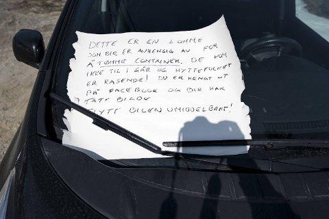 Folk på Kvamskogen fortviler over feilparkerte biler, og utømte bosscontainere.