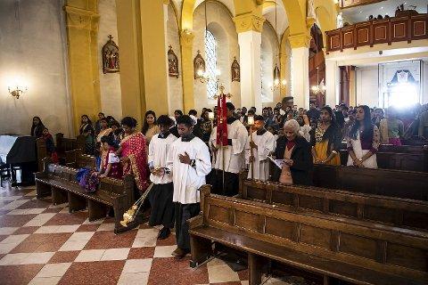 St. Paul kirke var fullsatt under den tamilske påskemessen søndag.