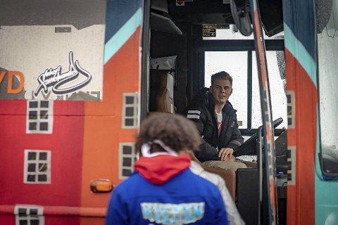 Mats Midtun har tatt ferie i tre uker for å være russebussjåfør. Til vanlig er han i en annen buss, men lørdag var han med «Kveiten» for å rulle med Hop Stars.