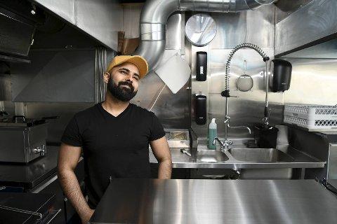 Toqeer Aslam satser sparepengene på å lykke med den nyåpnede restauranten på Wergeland.