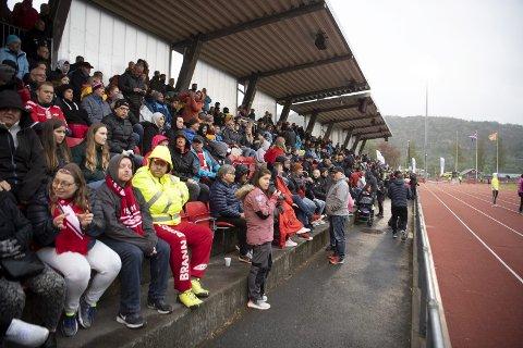 2382 tilskuere: Det ble ny publikumsrekord på Arna idrettspark med over 2000 tilskuere på tribunen.