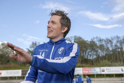 – Jeg blir her, sier Espen Birkeland. Han har spilt 73 kamper for Fana og 67 kamper for Lysekloster, men er nå en av Smørås sine viktigste spillere i 4. divisjon.