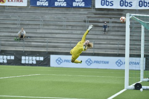 Åsane-keeper Ingvild Villa var sjanseløs på det praktfulle skuddet fra Emilie Nautnes, som var utligningen til 1-1 onsdag.