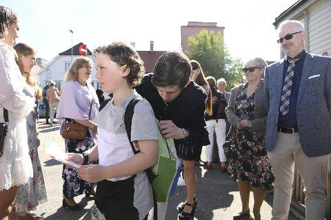 Kenny Sørheim (12) sørget for å få et bilde med Alan Walker og en autograf på sekken.