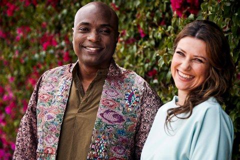 Prinsesse Märtha Louise og den amerikanske sjaman Durek Verrett sier at de står sammen mot kritikken som har kommet den siste uken etter at det ble kjent at de to er et par.