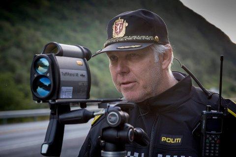 Einar Vereide og UP kontrollerte fart på Øksland i Gaular søndag.