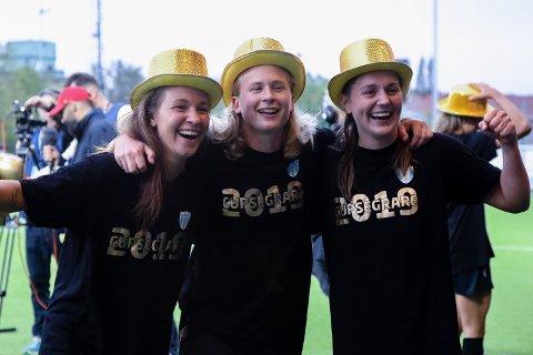 Vilde Bøe Risa feiret (t.h.) onsdag cupgull med sin svenske klubb Kopparbergs/Göteborg sammen med lagvenninnene Julia Zigiotti (t.v.) og Filippa Curmark (i midten).