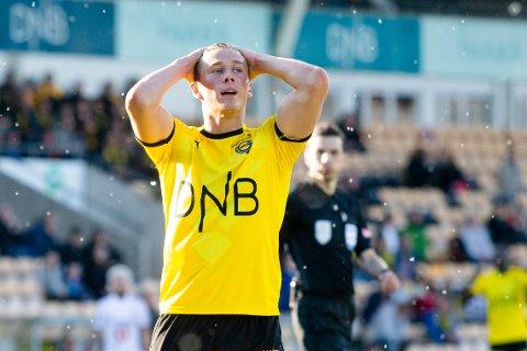 Fredrik Krogstad fortviler etter tapet mot Odd i Eliteserien søndag. Onsdag venter en tøff bortekampen i cupen mot Kvik Halden.  Foto: Audun Braastad / NTB scanpix