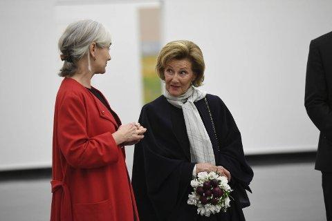 Mari Slaattelid fortalte at dronning Sonja var begeistret for utstillingen.