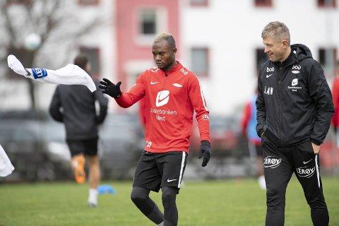 Gilbert Koomson ble syk etter cupkamp i plaskregn mot Åsane torsdag. – Jeg ga selv Lars Arne (Nilsen) beskjed om at jeg ikke kunne starte mot Rosenborg, sier Koomson til BA.