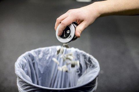 – Det norske pantesystemet er en suksess. Ikke bare fordi det reduserer forsøplingen, men også fordi det som pantes blir gjenvunnet. Derfor er Frps landsmøtevedtak om å innføre pant på snusbokser, veldig fornuftig, skriver Filip Rygg. Foto: Ntb/Scanpix
