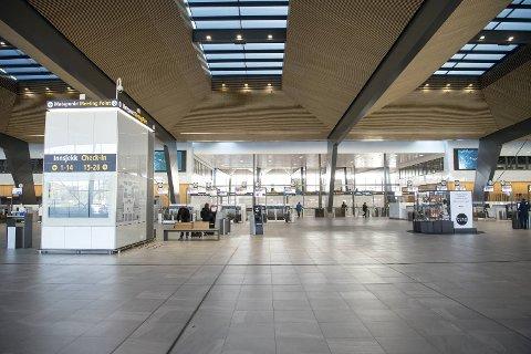 Avinor varsler at lufthavnene, deriblant Flesland, vil bli påvirket av kuttene.