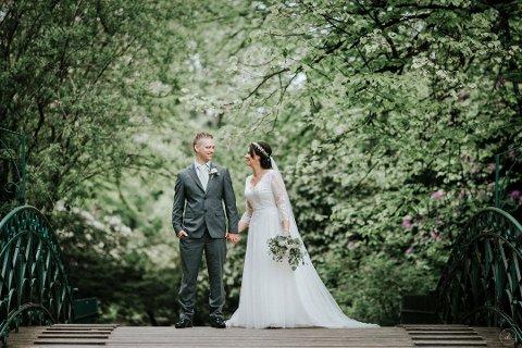 Regine Borlaug Pettersen fikk hjelp av Øystein Pettersen da hun bare skulle bære Ikea-varene inn i bilen for nesten fire år siden. Nå er de gift.