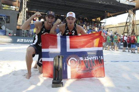 Det er vanskelig å finne superlativer til å beskrive det som Anders Mol og Christian Sørum gjør i internasjonal sandvolleyball for tiden. Søndag vant de sin tredje World Tour-turnering på like mange uker. – Det skal ikke være mulig, sier Sørum.