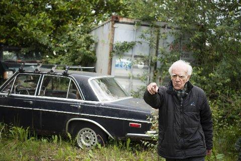 Herman Finn Balthasar Münter (85) likte dårlig at kommunen tok seg inn på eiendommen han disponerer og hentet ut syv biler. Fredag møtte han kommunen i retten.
