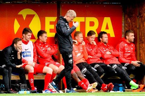 Brann ble gjort til latter i Ranheim. Her er branntrener Lars Arne Nilsen på sidelinjenunder kampen.