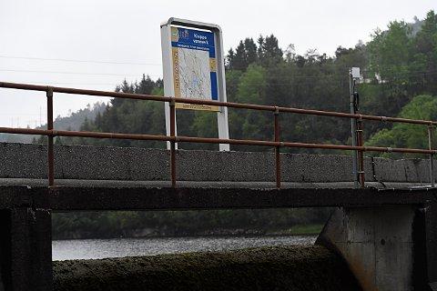 Det har strømmet til med folk til legevakten på Askøy med symptomer som feber, diaré og magesmerter på grunn av mistanke om smitte via Kleppe vannverk på Askøy.