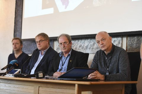 Smittevernoverlege Thomas Hetland, rådmann Eystein Venneslan, ordfører Terje Mathiassen (Ap) og VA-sjef Anton Bøe i Askøy kommune holdt pressekonferanse fredag formiddag.