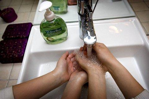 Du kan trygt vaske hendene i ukokt vann - med såpe-  selv om det er send ut kokevarsel. (Illustrasjonsfoto)