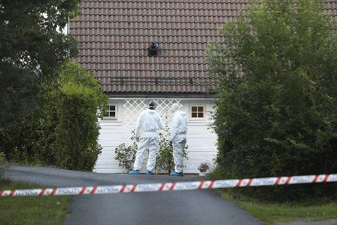 Sønnen (40) ble pågrepet torsdag uten dramatikk. Han er nå innlagt på Sandviken sykehus hvor hans tilregnelighet undersøkes.