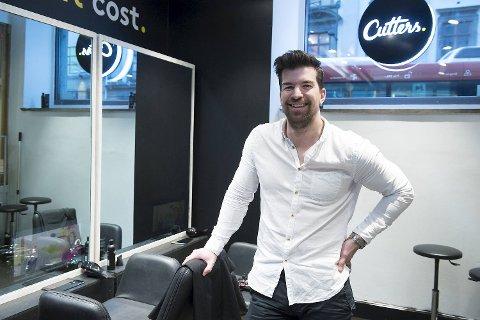 Kristian Hauge Solheim, her avbildet i salongen i Xhibition, grunnla Cutters sammen med Andreas Kamøy tilbake i 2015 Siden har de håvet inn millioner.
