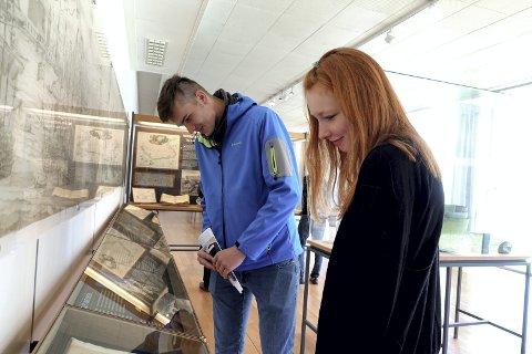 Da Carina Baumegger og Lukas Lakner så det regnet under frokosten, bestemte de seg for å gå på museum.  – Dette er museet i Bergen som virket mest interessant.