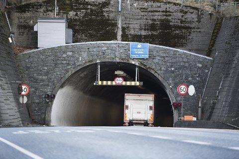 Nytt laservarslingssystem skal hindre at for høye lastebiler kjører inn og fører til stenginger av tunnelen. Her er Løvstakktunnelen sett fra Fyllingsdalen.