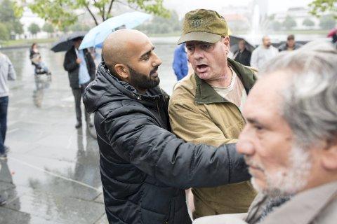 Da Stopp islamiseringen av Norge (SIAN) demonstrerte samme sted i fjor, ble stemningen amper mellom dem og motdemonstrantene.