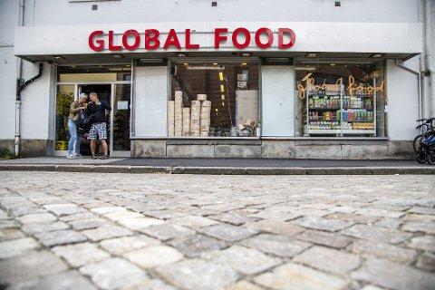 Global Food stenger dørene på søndager etter at BA har vist at butikker holder ulovlig åpent. Nå håper de andre følger etter.