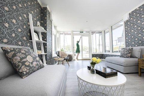 Villa Solhaug har i tillegg til ti rom og fire bad fått en felles stue med utgang til hagen.