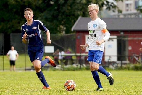 Sunds Oliver Hammersland (t.h) under G15-kampen mellom Ready 2 og Sund Sportsklubb/Skogsvåg på Valle.