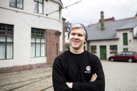 HELDIG: Øyvind Rath Solheim synes at lønnen var dårlig, men gjorde ikke noe med det. Så kom fagforeningen på banen. Neste år er 20-åringen fra Sandli ferdig utdannet byggdrifter. FOTO: SKJALG EKELAND